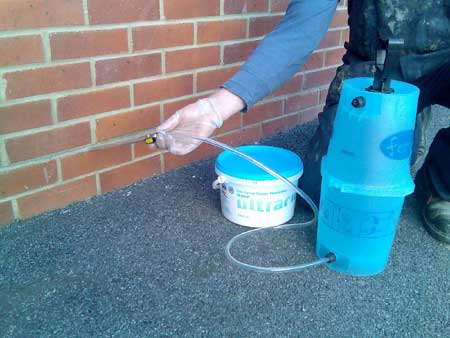 3 litre bucket of damp proofing cream, shown with a pump up injection pot